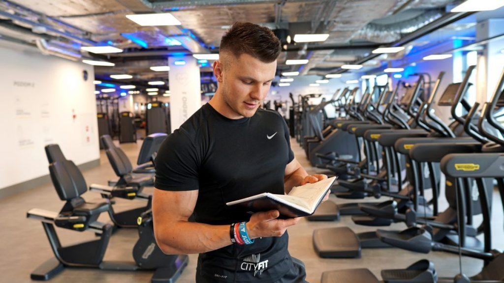 Dziennik treningowy a siłownia