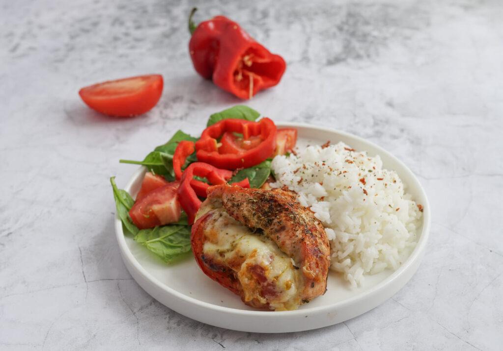 pierś z kurczaka nadziewany serem i pesto