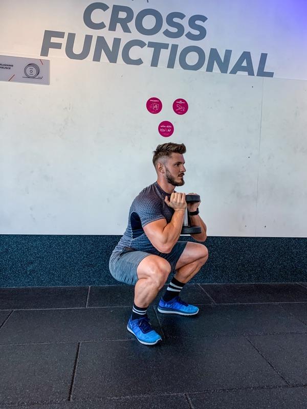 Przysiad z hantlem (goblet squat)